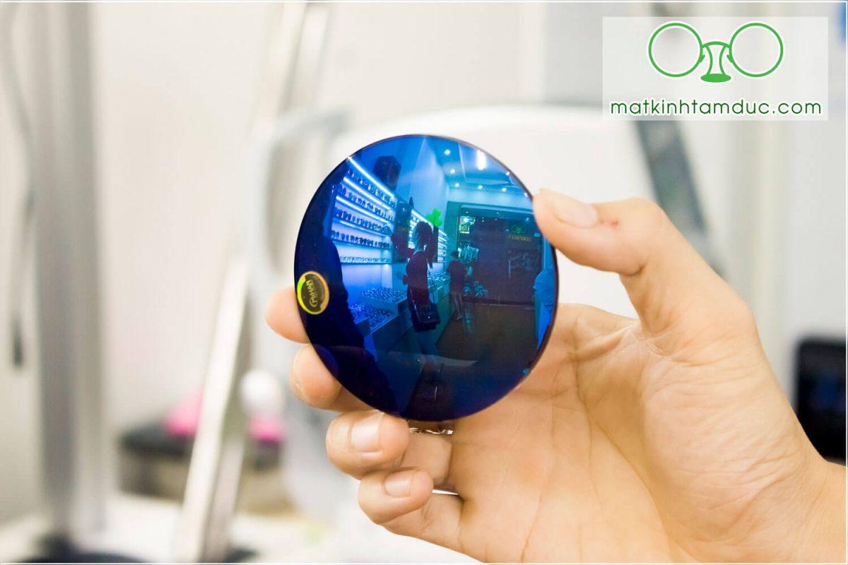 Tròng kính mát có độ tráng gương xanh biển
