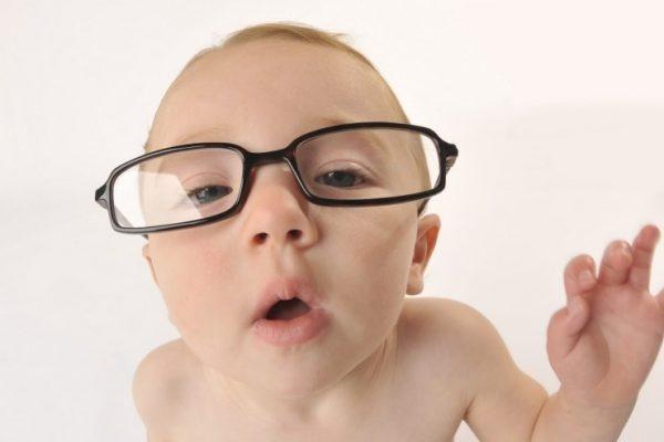 bệnh loạn thị sẽ di truyền từ đời bố mẹ sang con cái