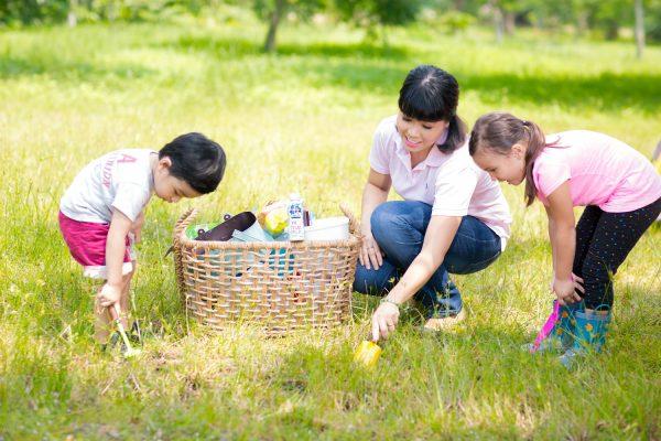 Hạn chế bệnh cận thị ở trẻ em bằng cách cho trẻ vui chơi các hoạt động ngoài trời thường xuyên