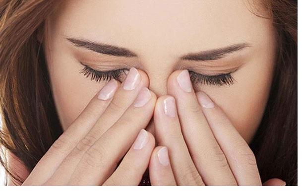Bạn nên tuân thủ các chỉ định điều trị của bác sĩ để điều trị nháy mắt phải liên tục
